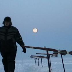 la peche sur glace  la nuit  tombe !!