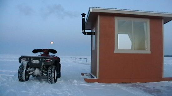 la peche sur glace  ont va bientot quitter  le lac en quad !!!